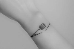 tatuaje de tulipan