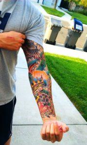 tatuajes corona de brazo de hombre